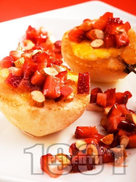 Печени круши със сирене Бри и ягоди - снимка на рецептата